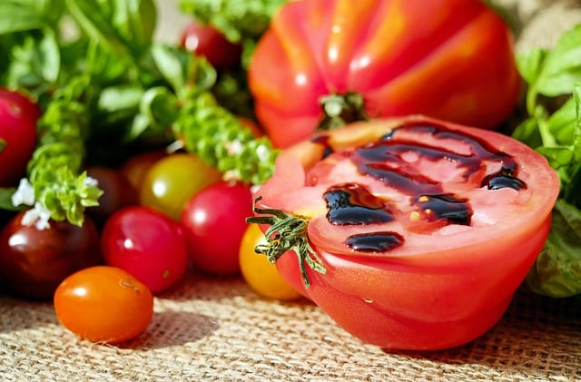 tomates, vinaigre balsamique